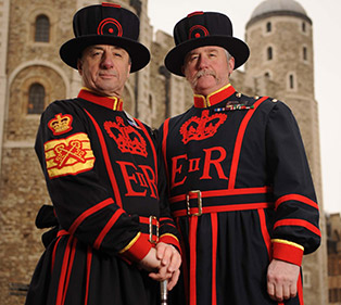 Chief-Yeoman-Warder-and-Yeoman-Gaoler.-Tower-of-London.